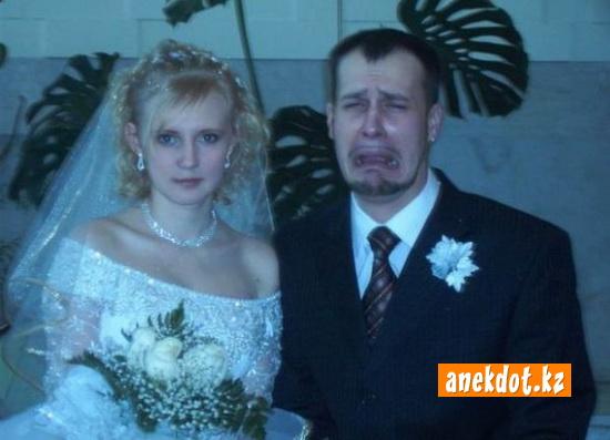 Свадебное фото - плачущий жених